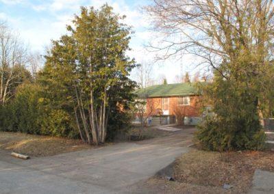 Saint-George-Street-yard-before